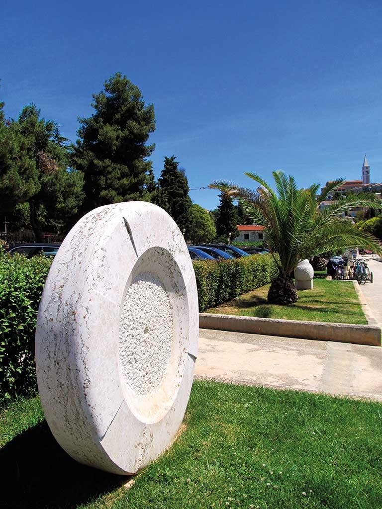 skulpture-kamen2